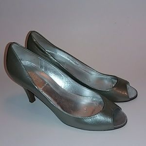 J Crew Leather Heels Silver Color 7 1/2